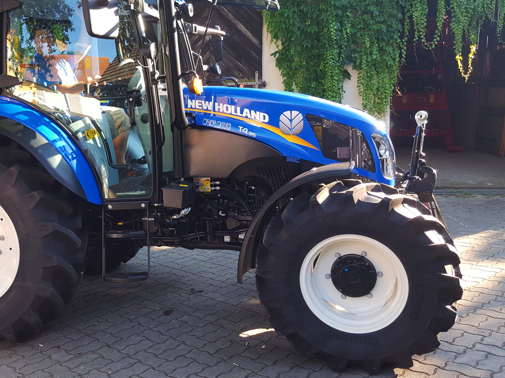 New Holland T 4.95